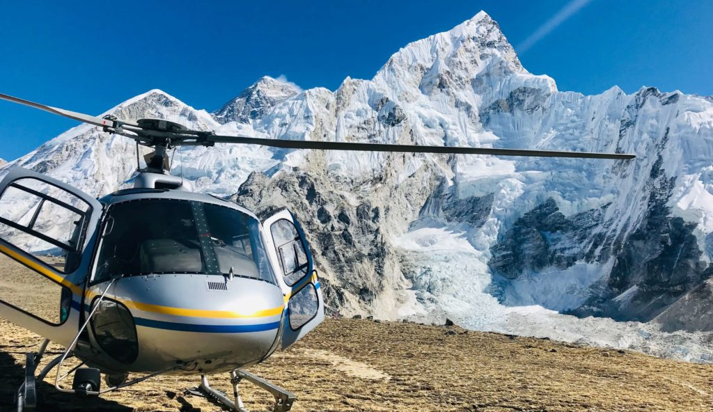 helicopter tour in Everest